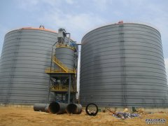 水泥钢板仓打开筒仓并卸